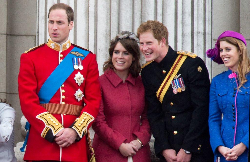 Os príncipes WIlliam e Harry, e as princesas Eugenie e Beatrice