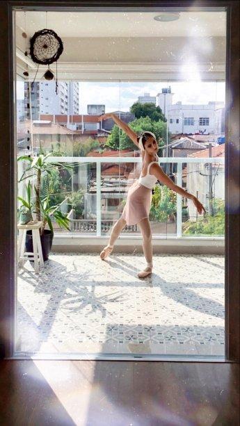 """O filme """"Cisne Negro"""" relatou - dramaticamente - os desafios de uma bailarina vivendo os dois papéis (Odette/Odile) em """"O Lago dos Cisnes"""""""