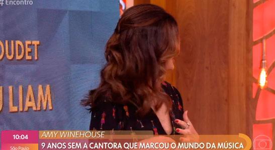 Fátima Bernardes faz penteado à cantora Amy Winehouse