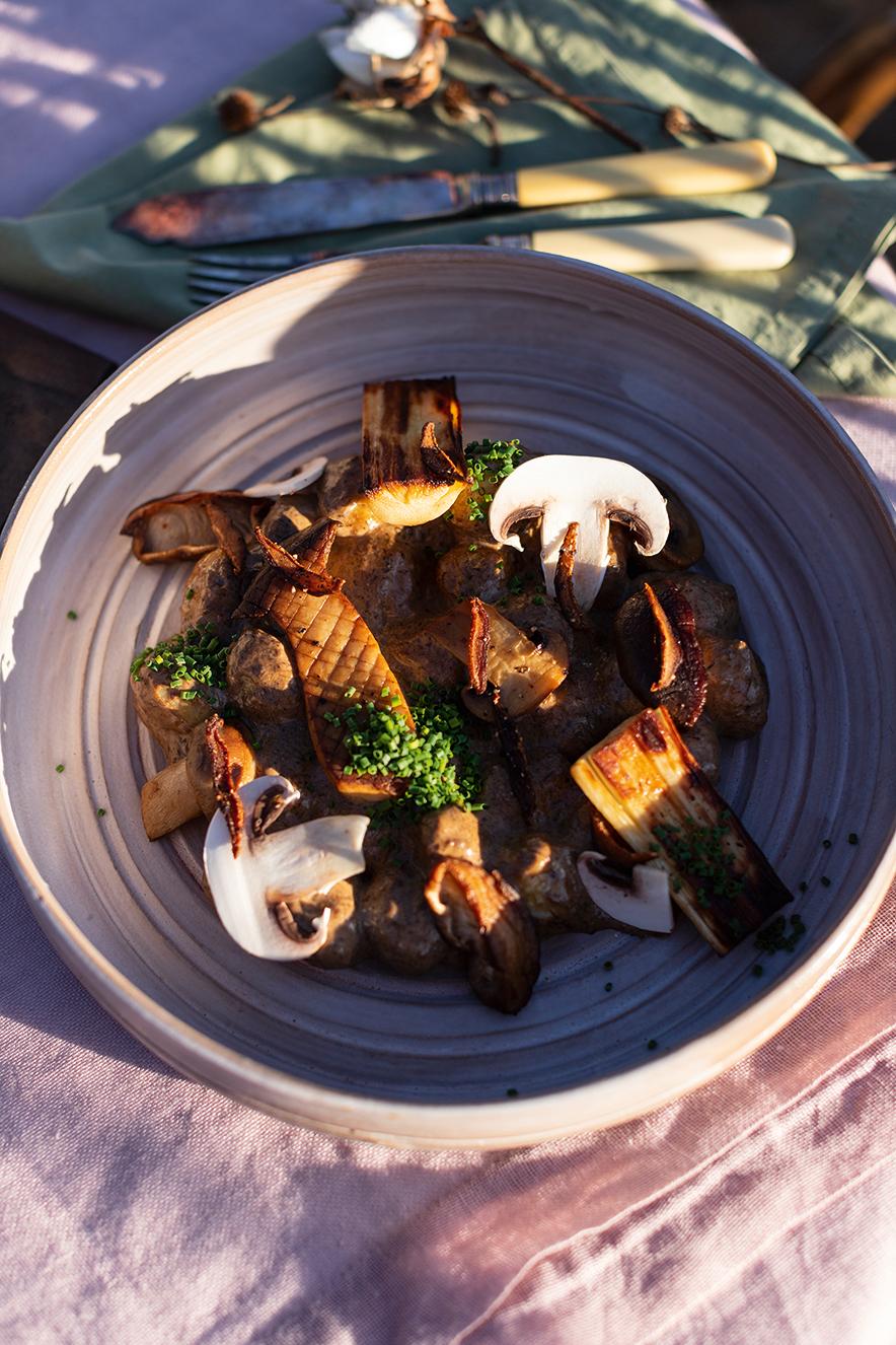 Nhoque de baroa com creme de cogumelos e pupunha