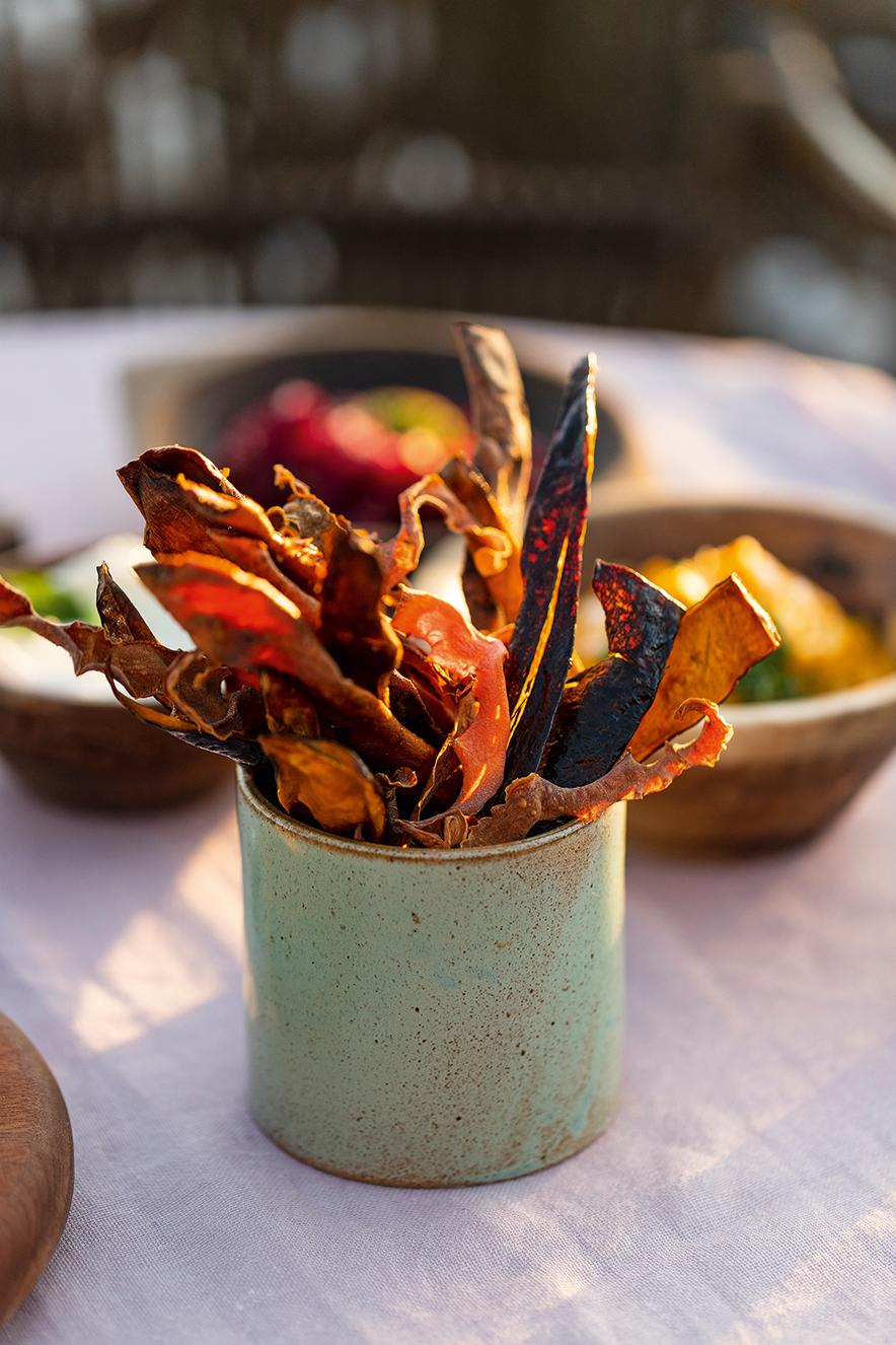 Chips de raízes com creme de abóbora