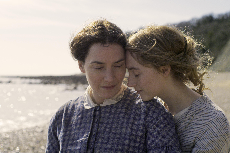 Kate Winslet e Saoirse Ronan, em Ammonite