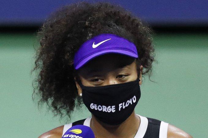 Após usar máscara de vítimas de violência policial, a tenista Naomi Osaka foi surpreendida com mensagem dos familiares