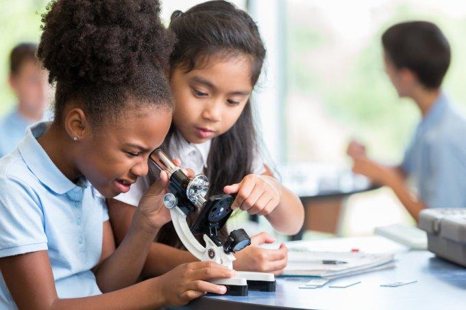 meninas-ciencia-escola