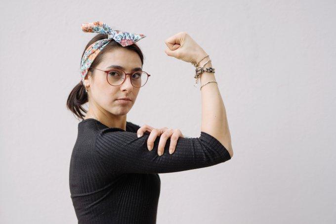 mulher-feminismo-jovem