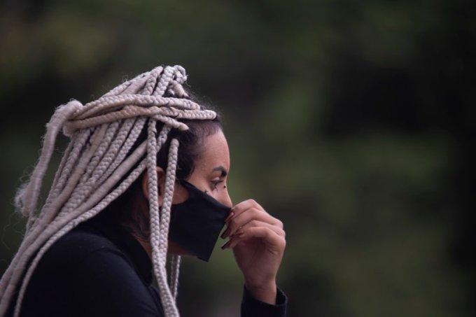 Mulher negra em protesto