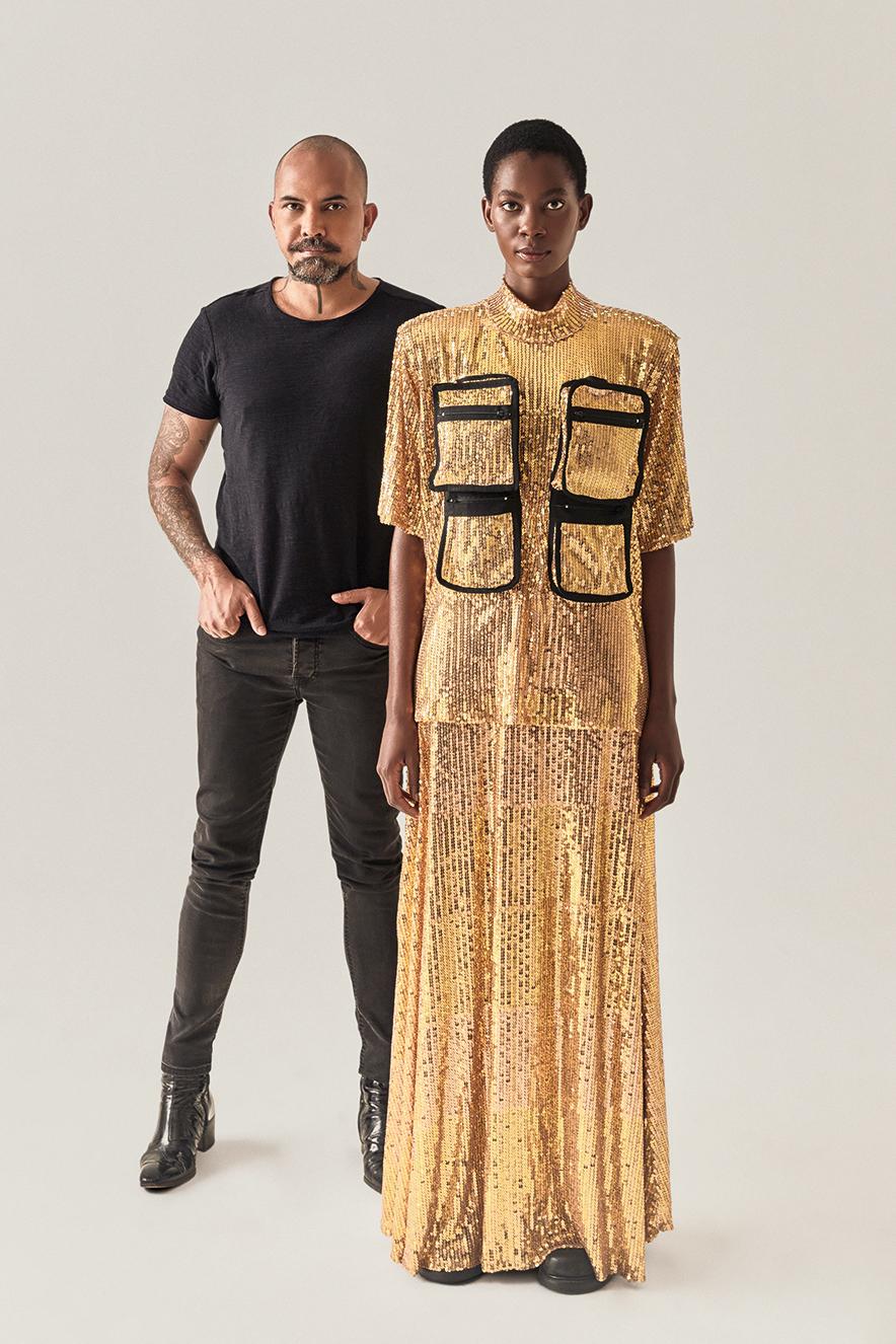 O utilitarismo perpassa vestidos e blazers da coleção, que ainda entrega peças de alfaiataria e com proporções volumosas