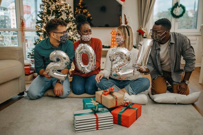 Profissionais dão dicas importantes para celebrar as festas de fim de ano com segurança para se prevenir da Covid-19