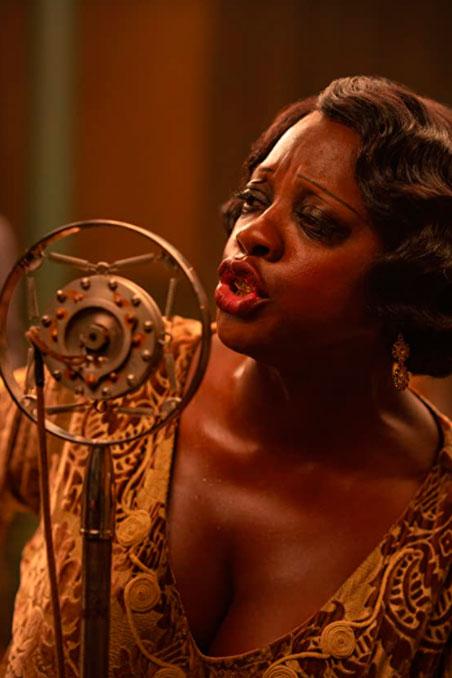 Viola Davis como Ma Rainey, em