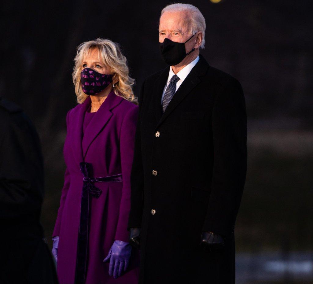 Jill e Joe Biden em cerimônia de homenagem às vítimas da Covid-19