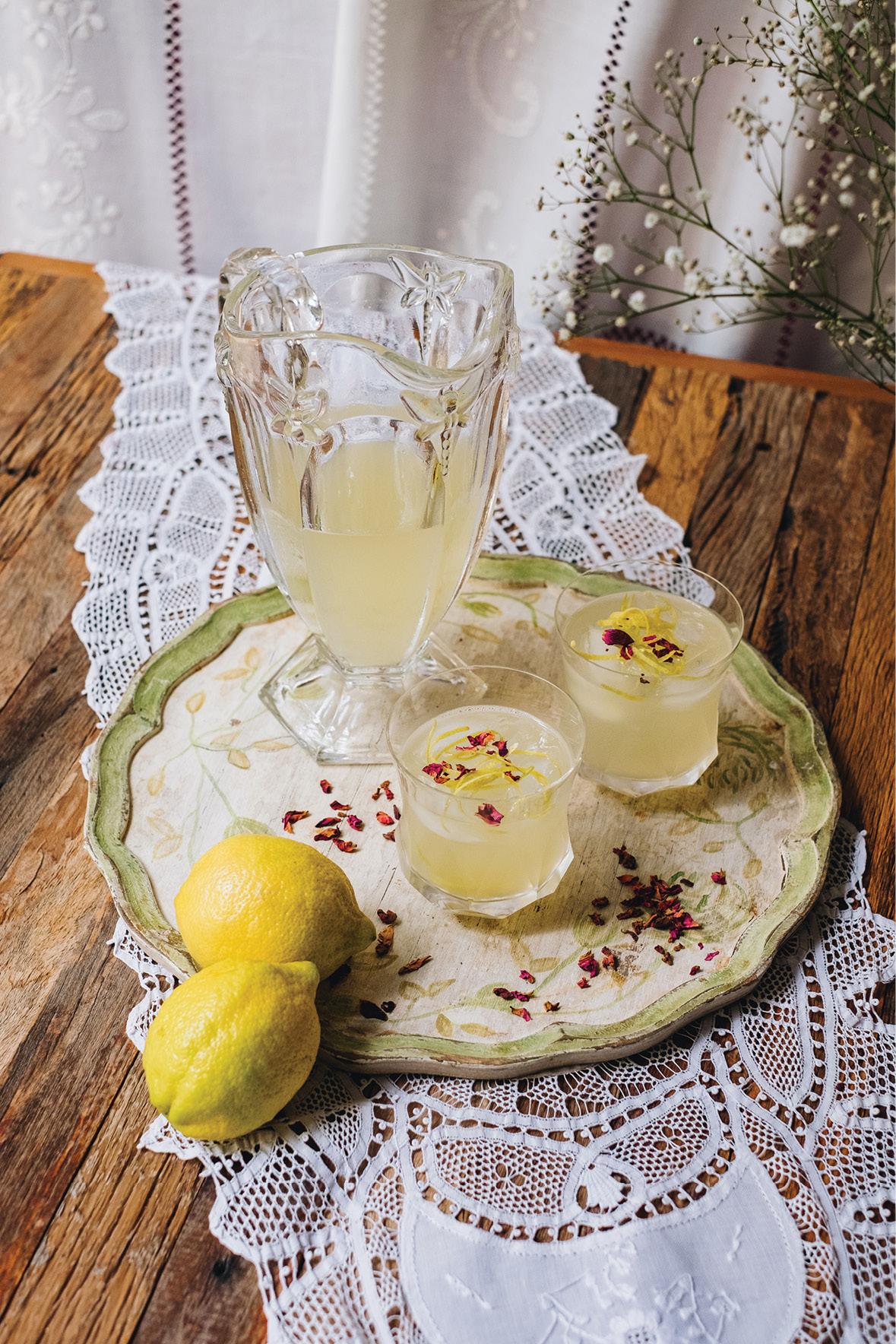 Limonada com água de rosas