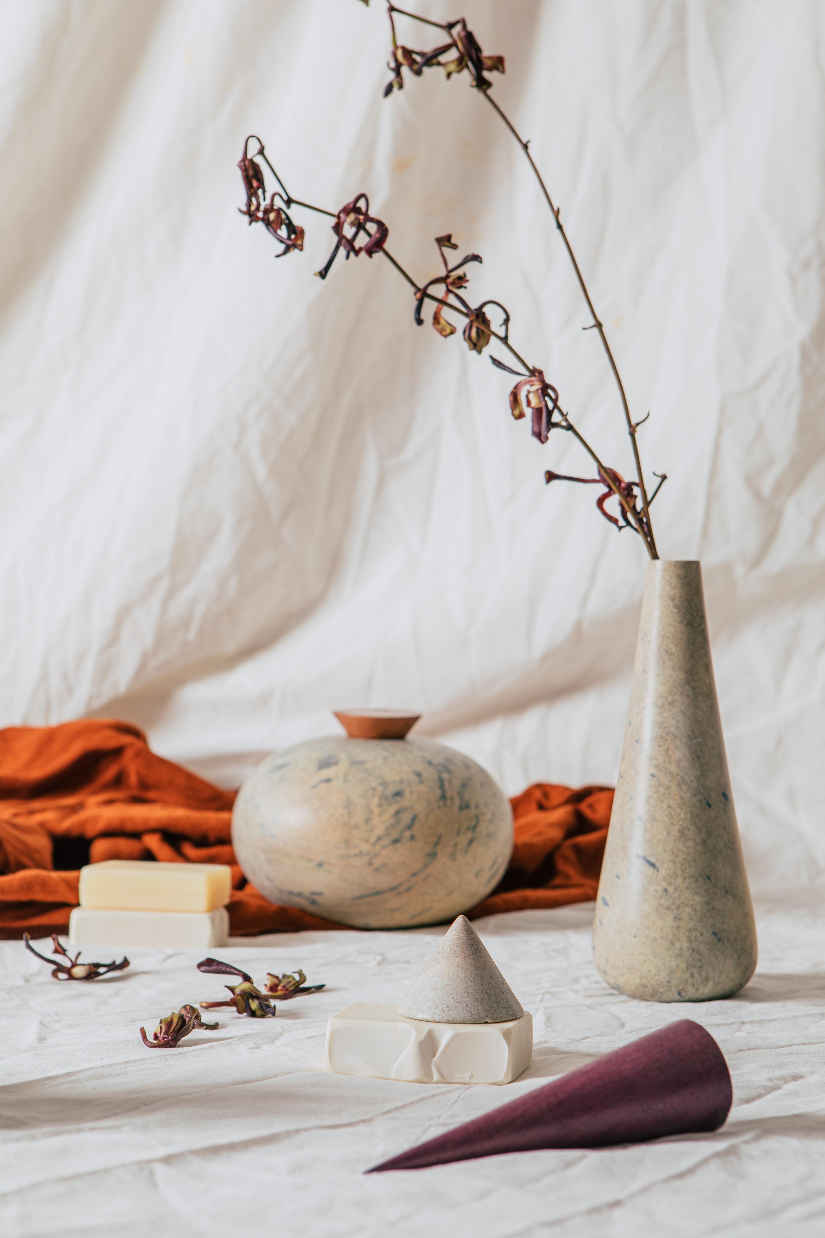 Vasos da linha Perfumaria, da mineira Alva Design (@alva_design)