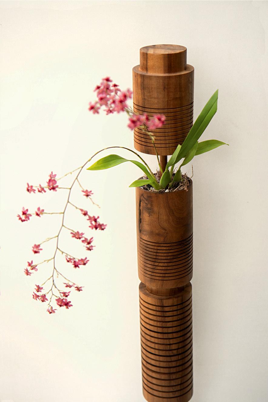 O vaso Carboneto, criado pelo biólogo e designer Patrick Afornali (@afornali_)