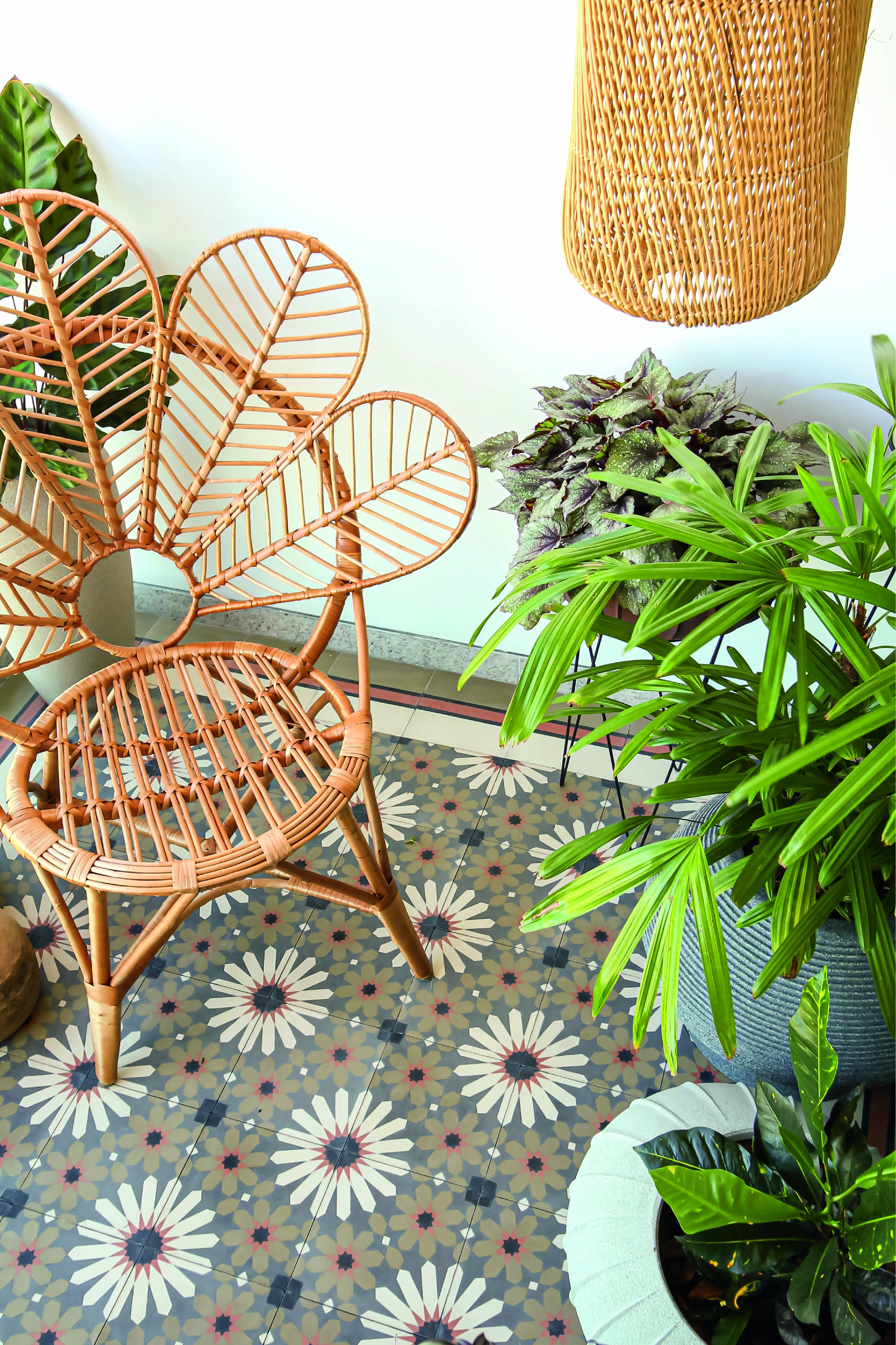 A arquiteta Júlia Garbero aplicou as peças da Ladrilhos Barbacena na varanda de seu apartamento, em Juiz de Fora