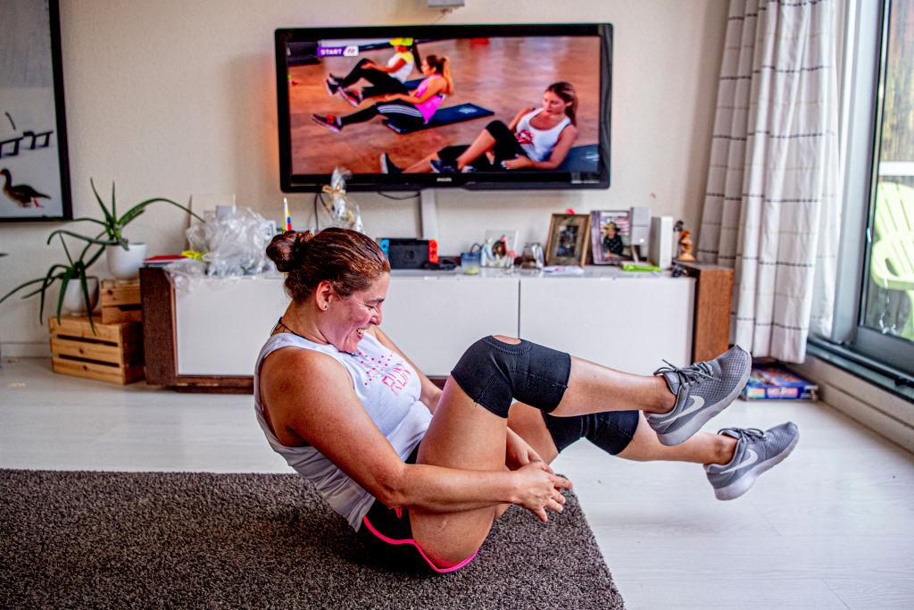 Deve se tomar cuidado ao fazer exercícios em casa para evitar acidentes