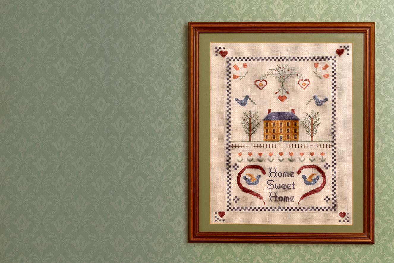 quadro com dizeres lar doce lar em inglês bordado