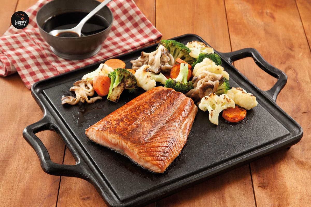 Teppan de salmão com legumes