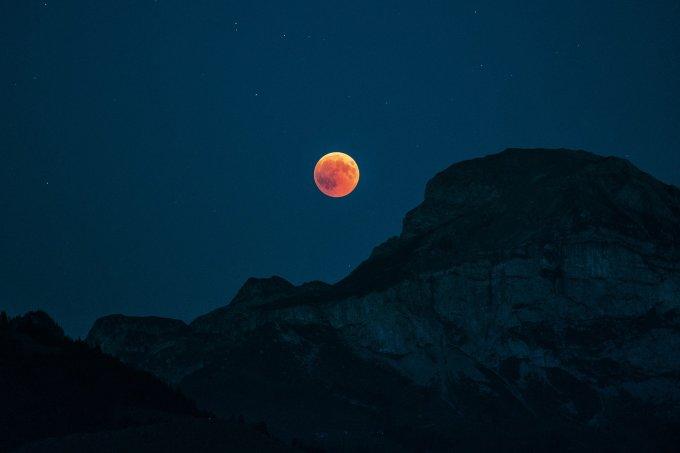 moon-3625929_1920