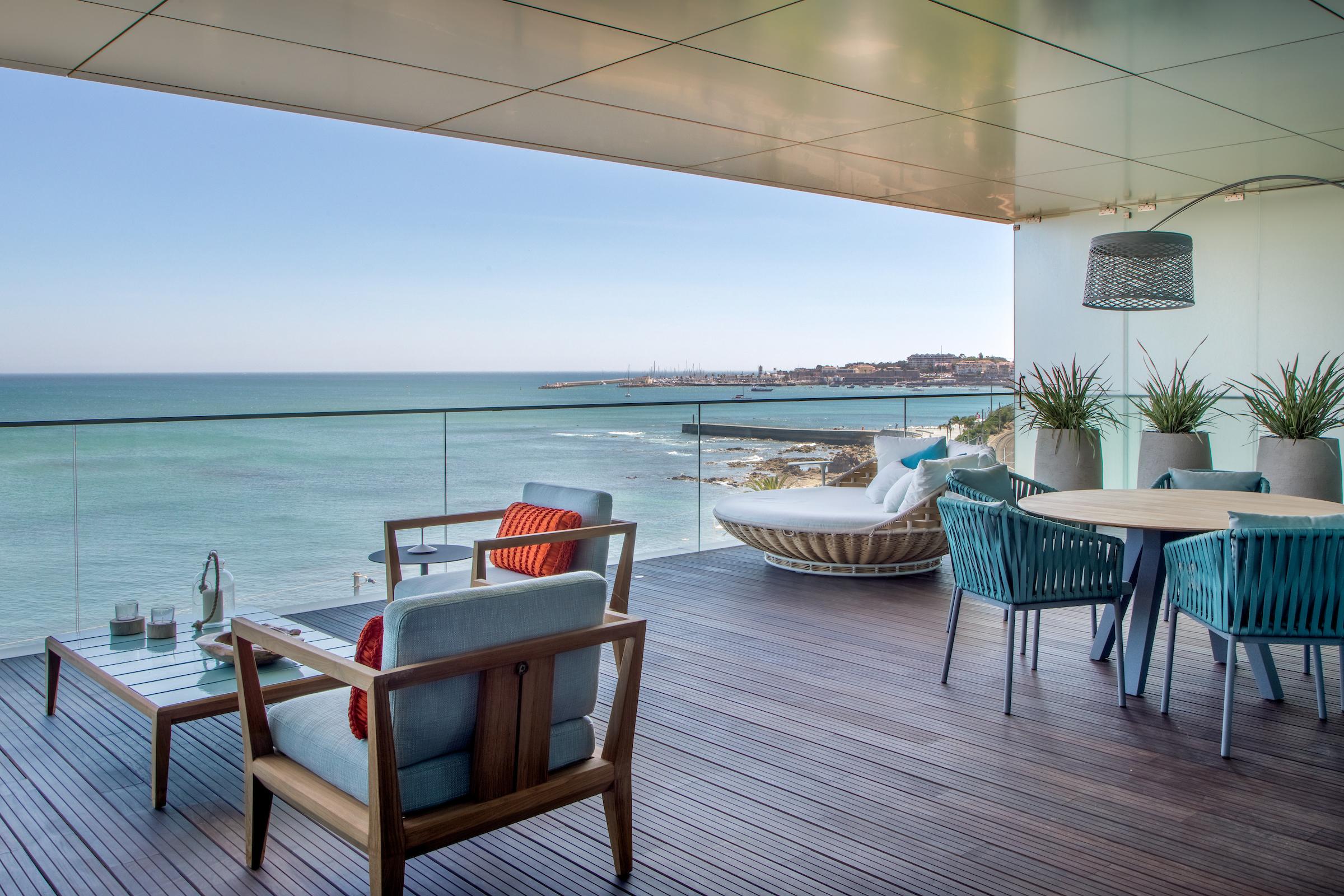 Apartamento projetado por Andrea Chicharo no Monte Estoril, em Portugal