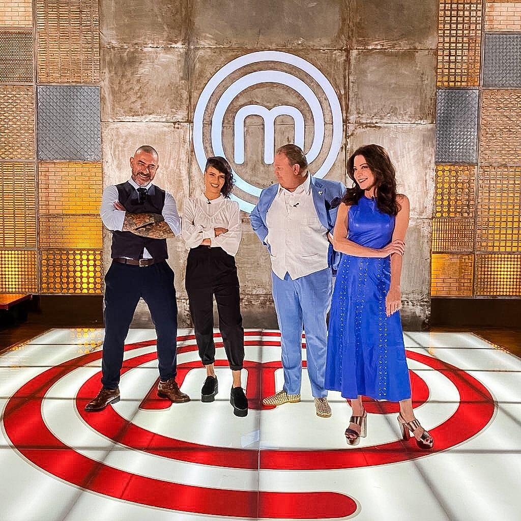 Os jurados da oitava temporada de MasterChef e a apresentadora Ana Paula Padrão