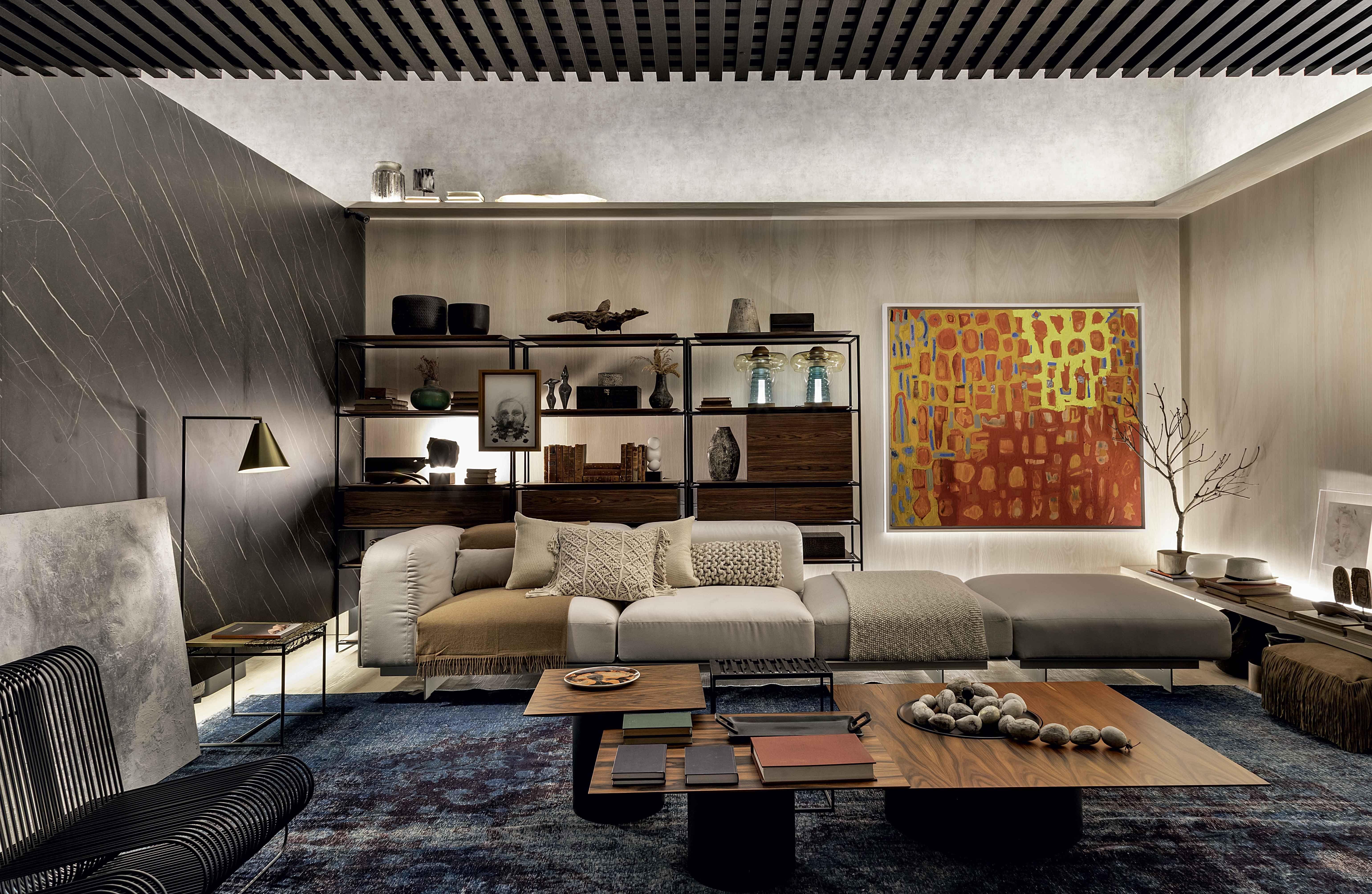 Sala com cores aconchegantes e decorada para o inverno