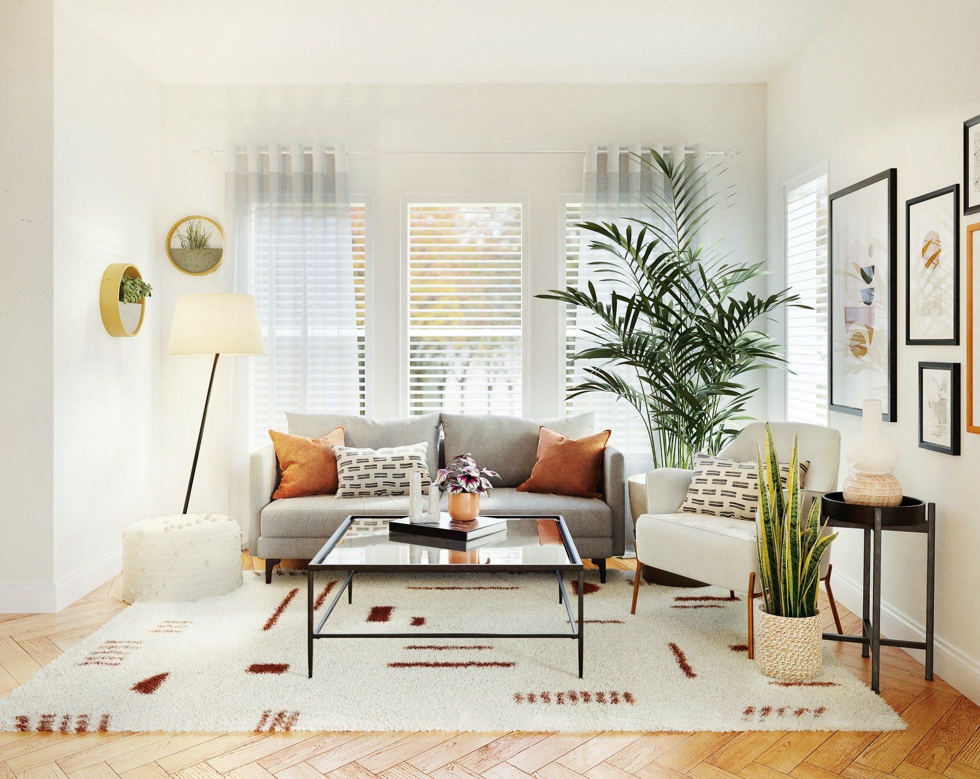Sala branca com decoracção simples