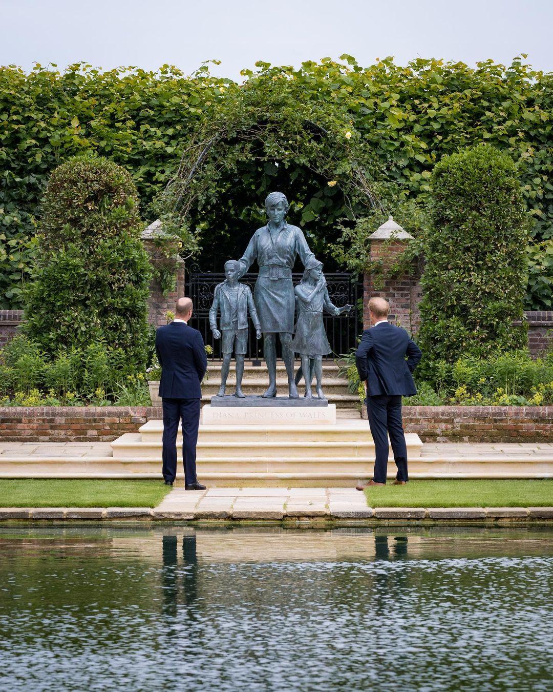 Estátua Princesa Diana Palácio de Kensington