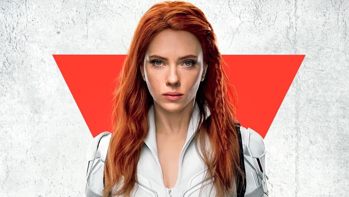 Scarlett Johansson no pôster de Viúva Negra