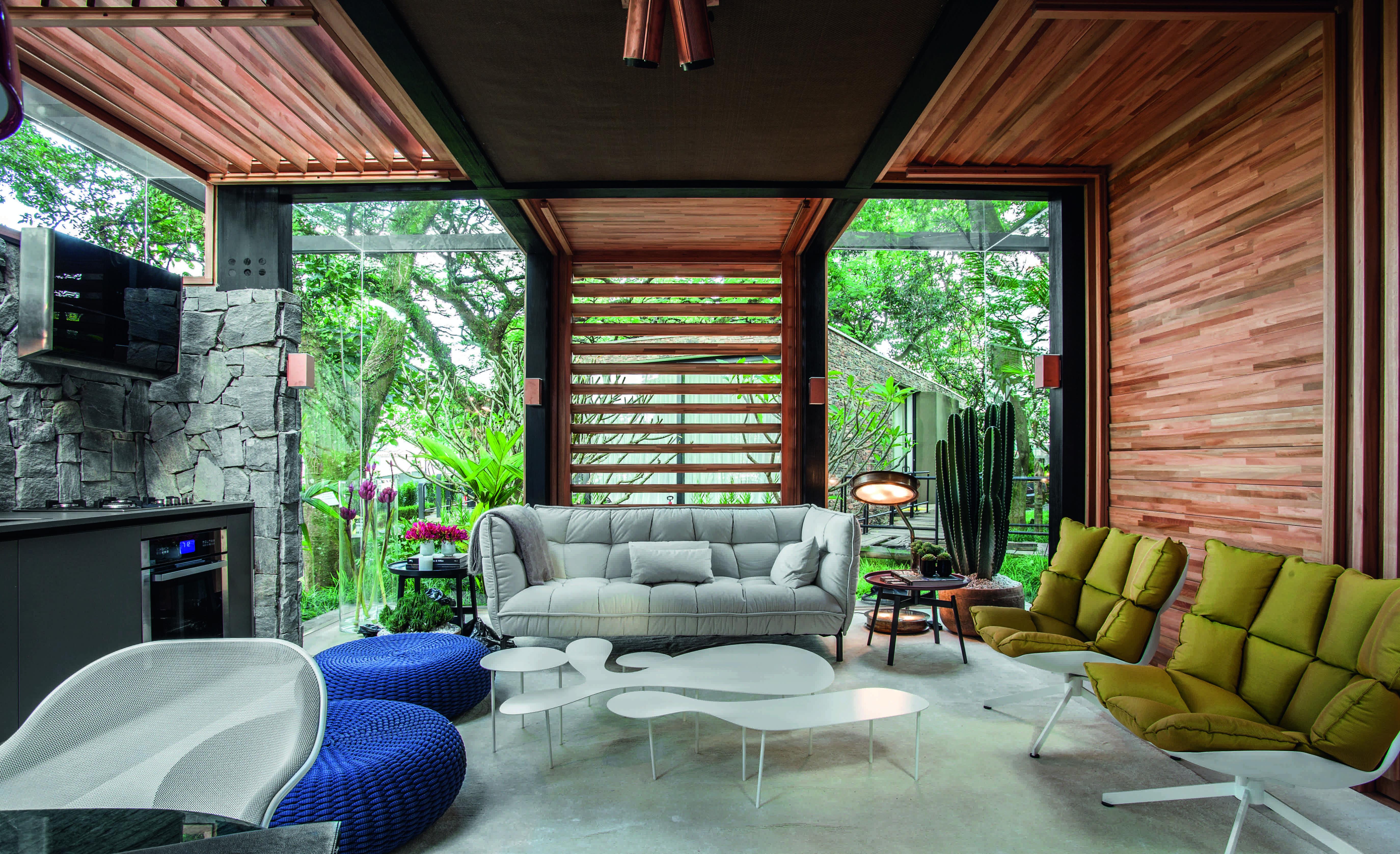 Sala com brise de madeira