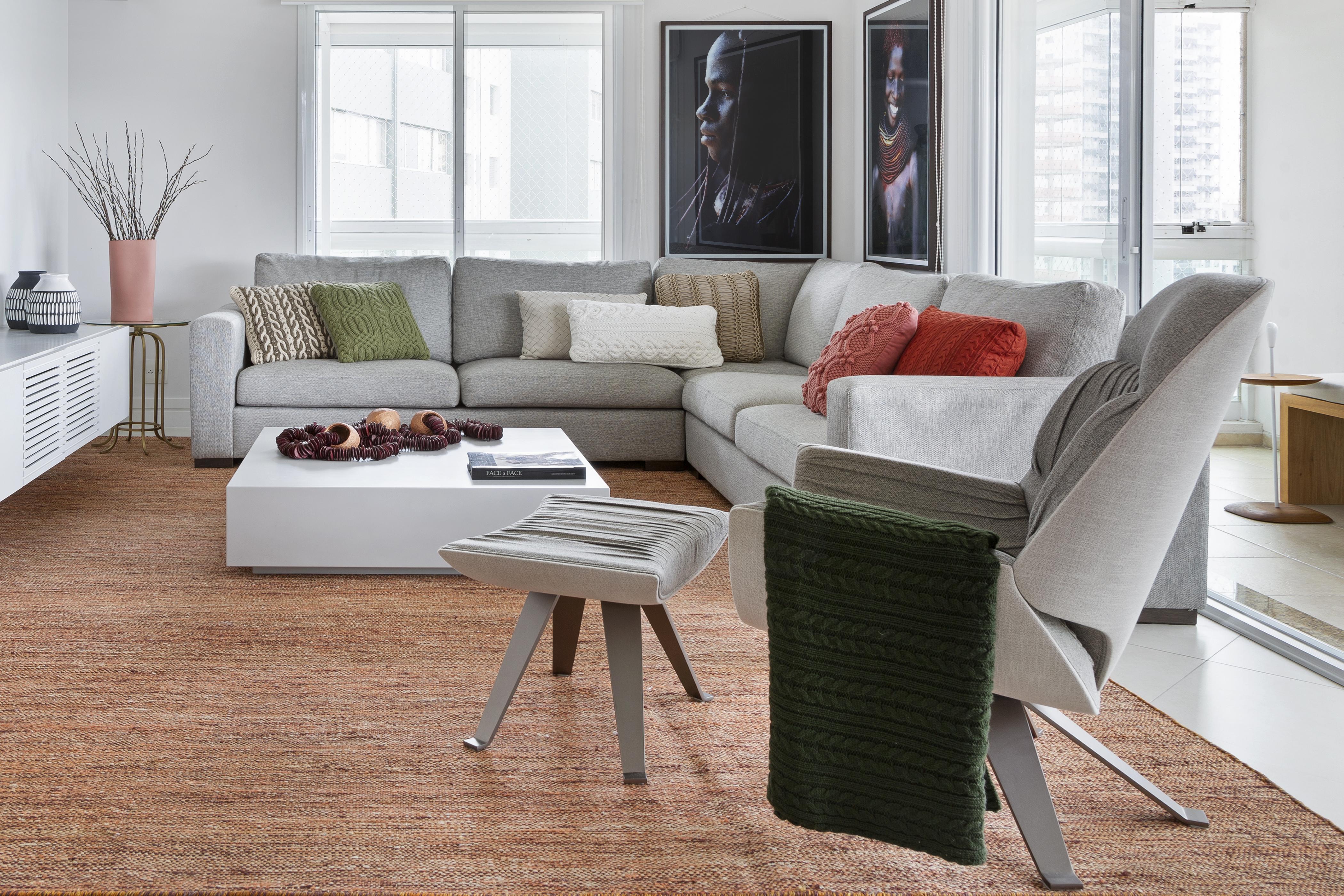 Sala com sofá cizna