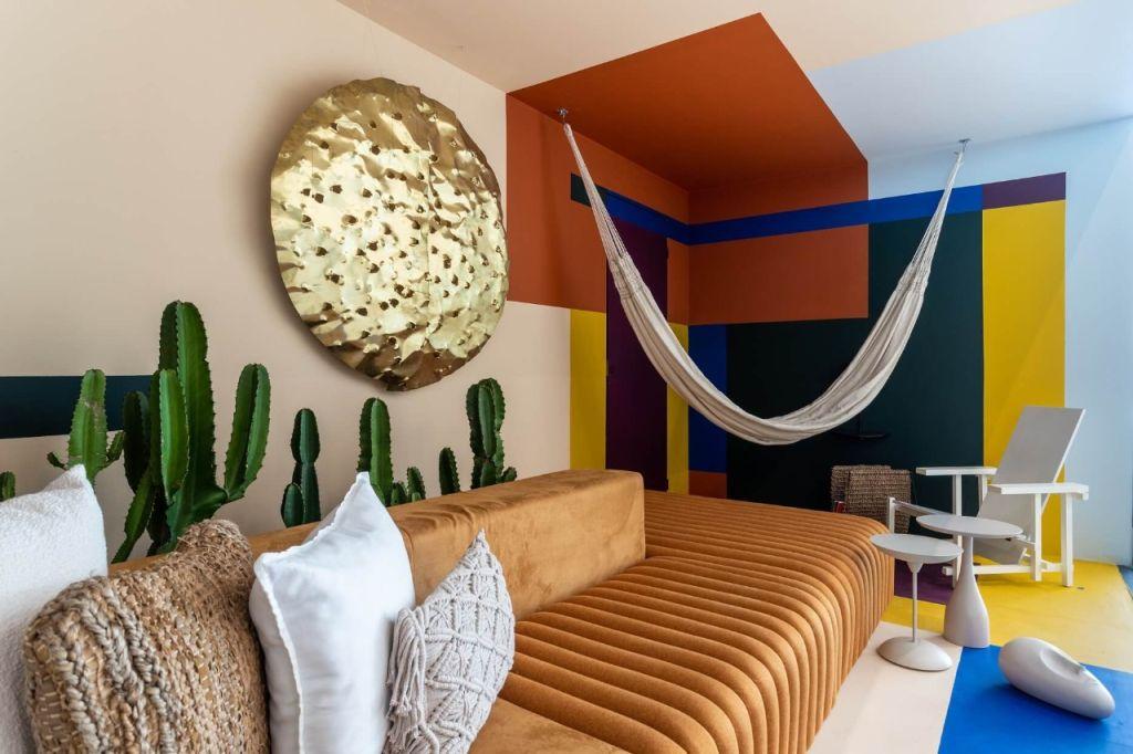 sala colorida com rede