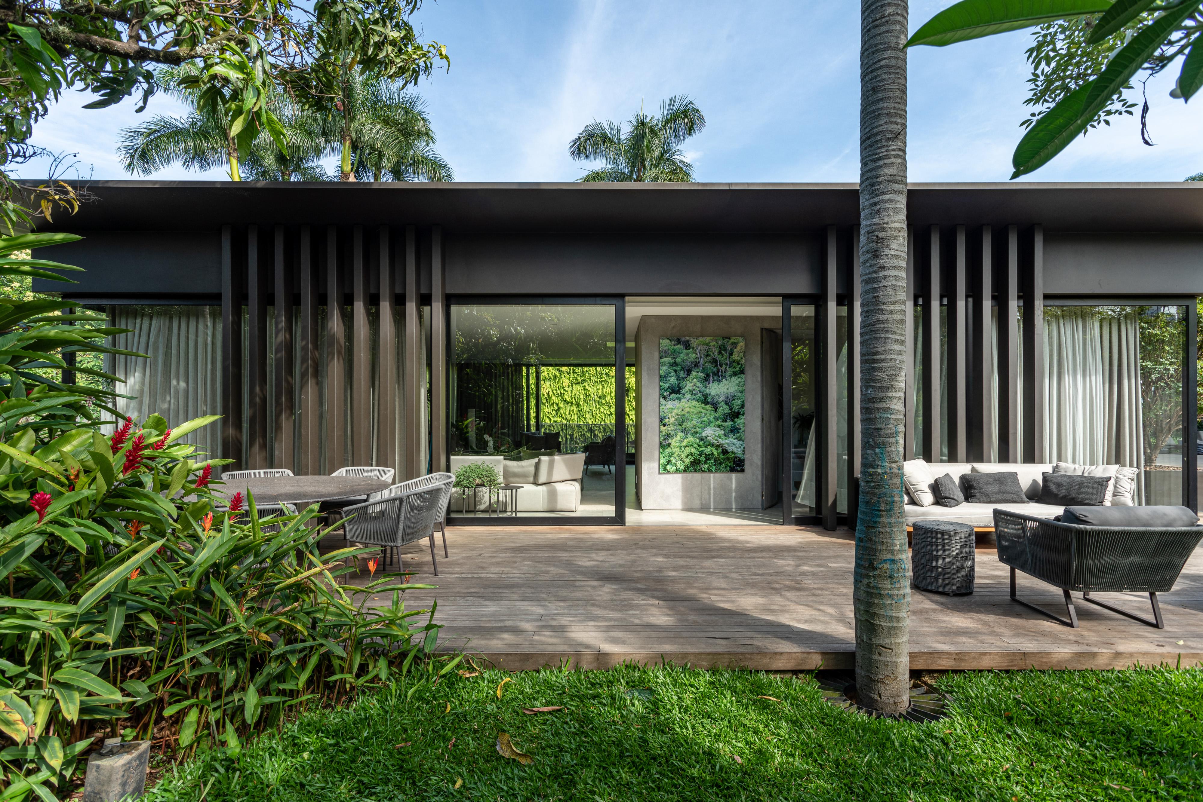 Fachada de casa de estilo contemporâneo