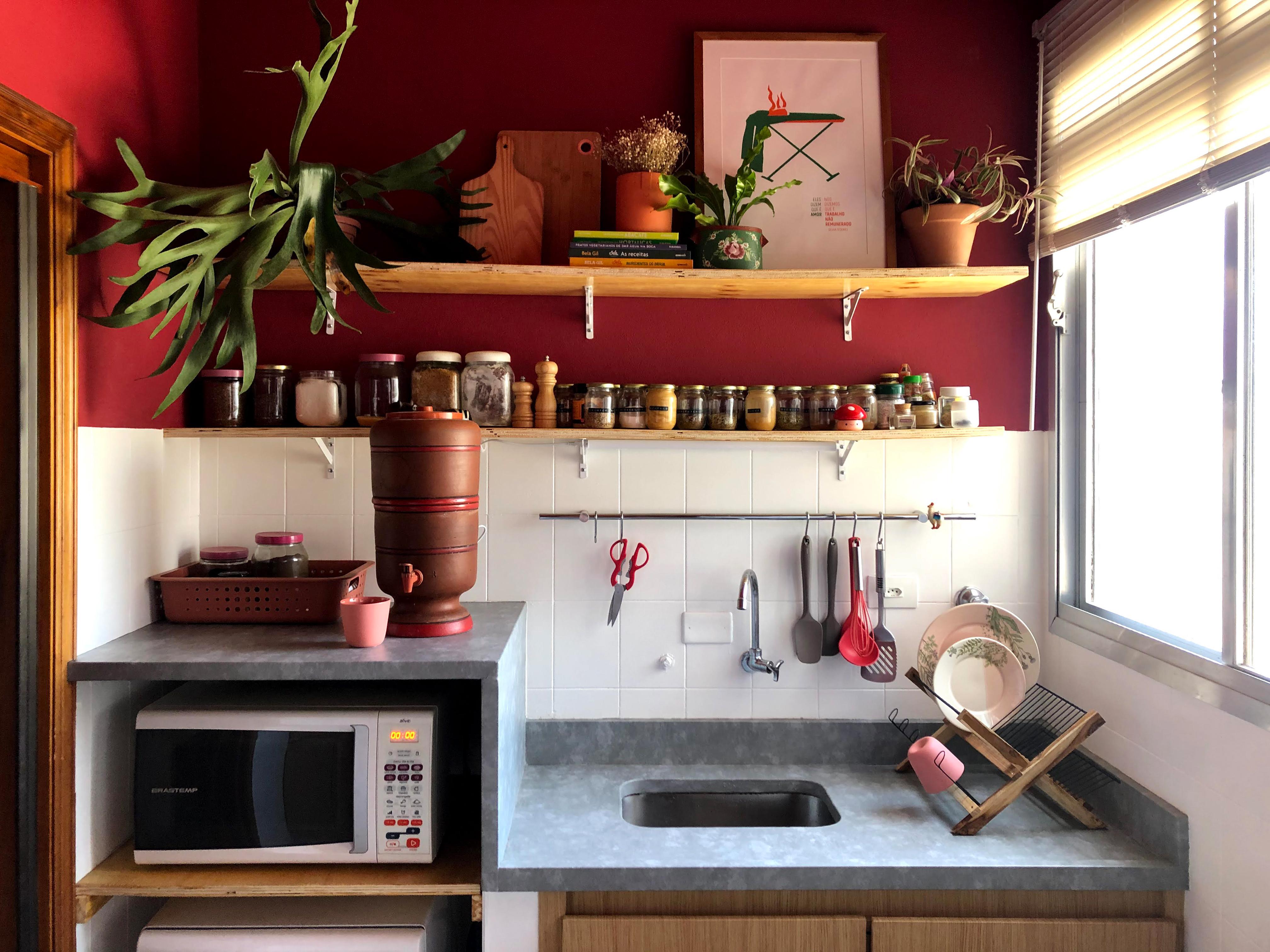 Cozinha com pintura de parede