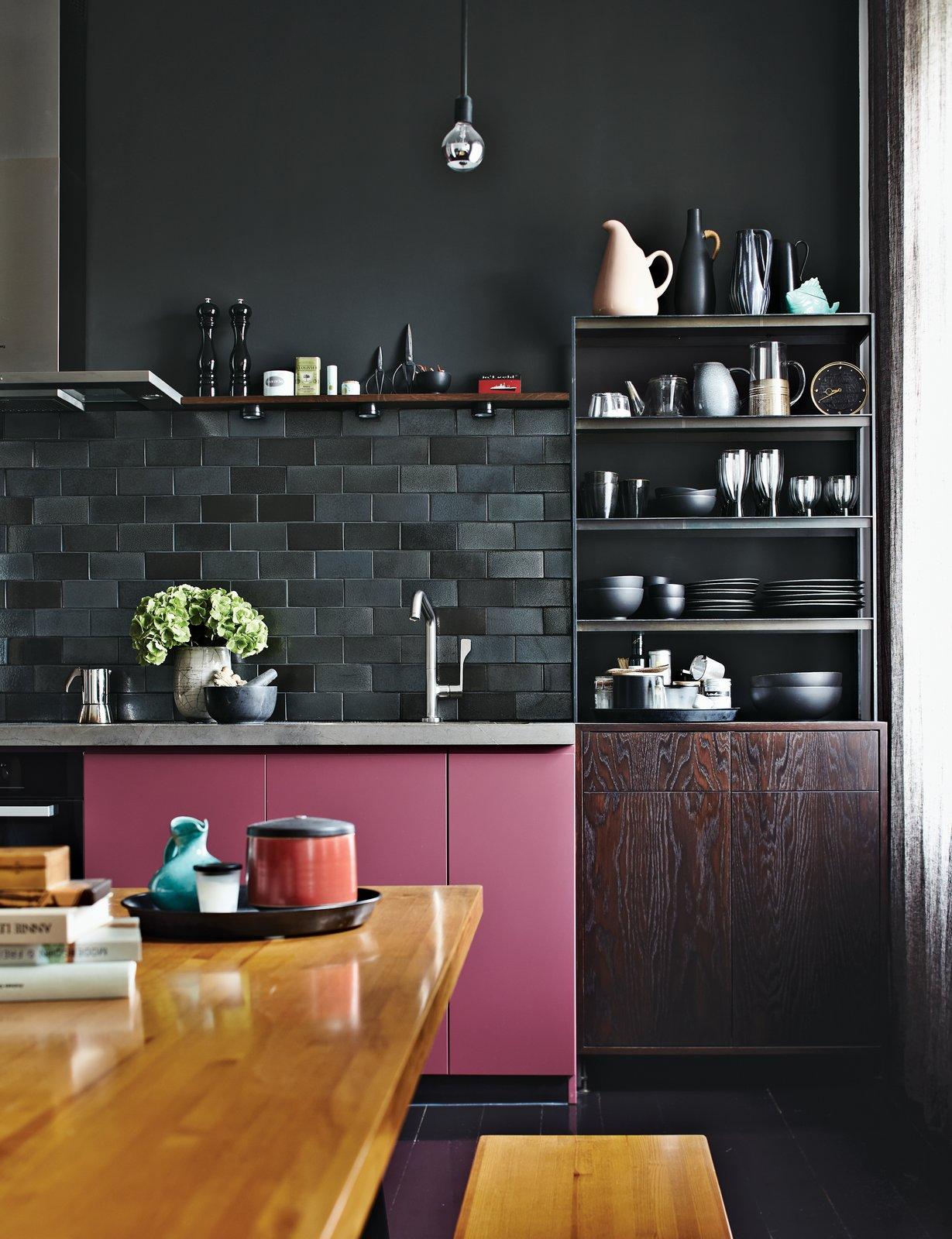 cozinha com prateleiras abertas