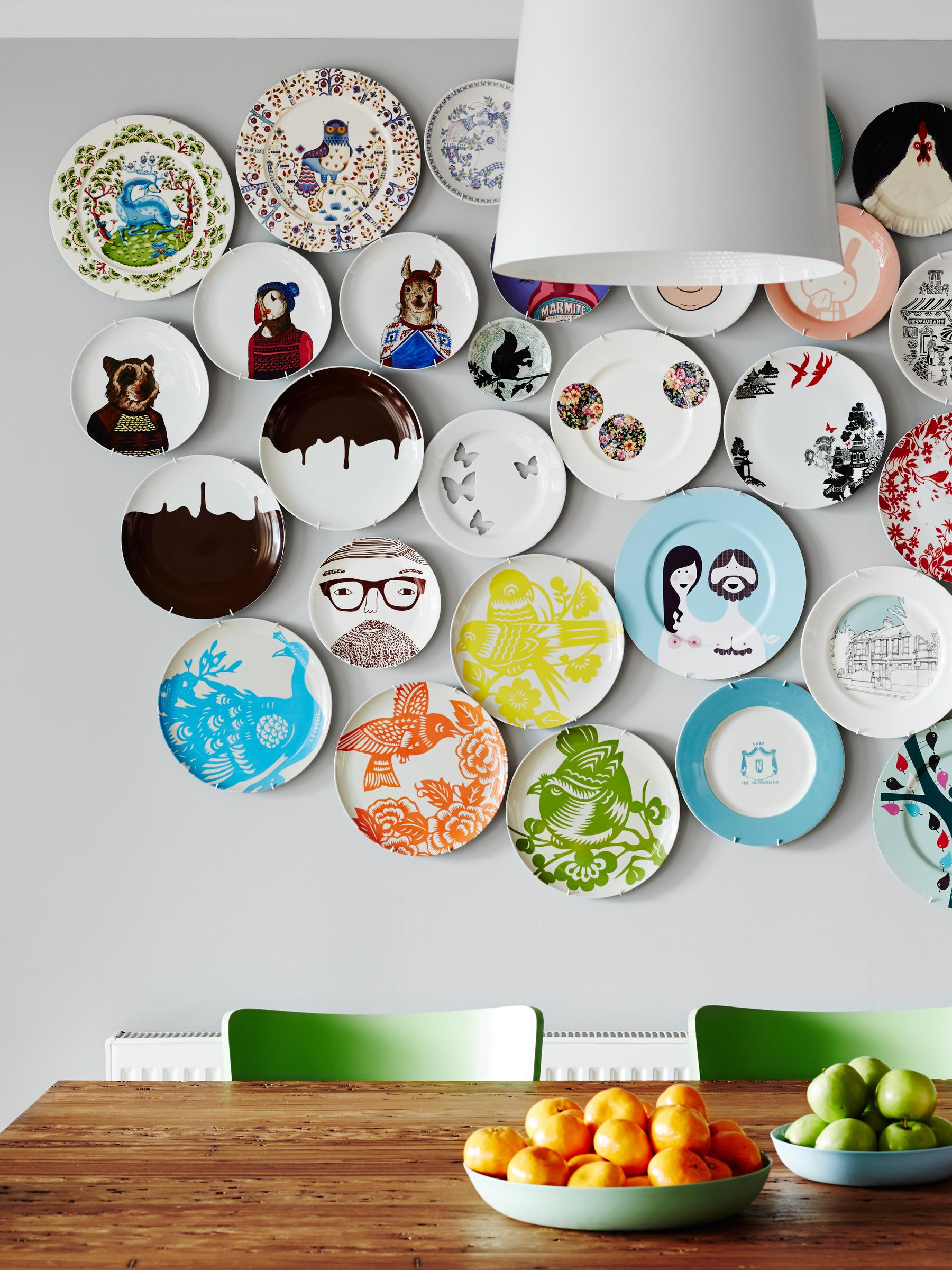 parede decorada com pratos