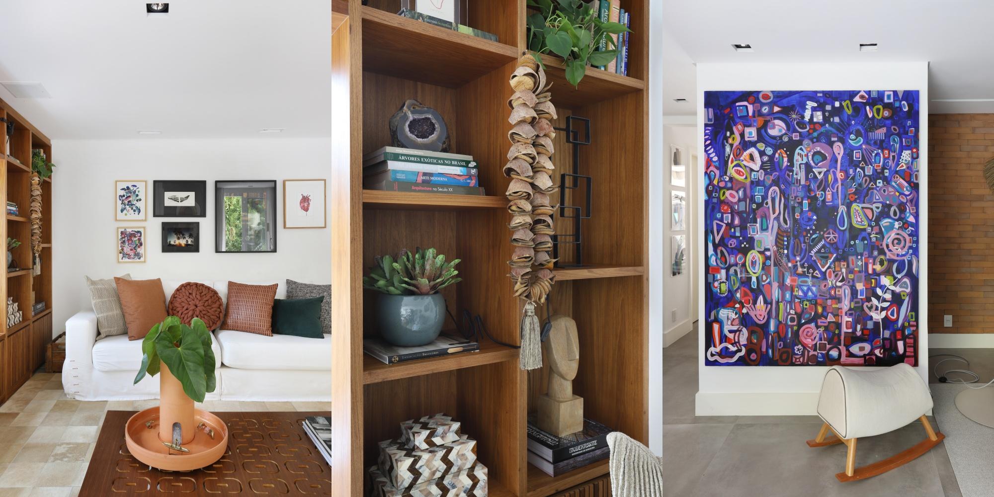 sala decorada com sofá, estante e tapete