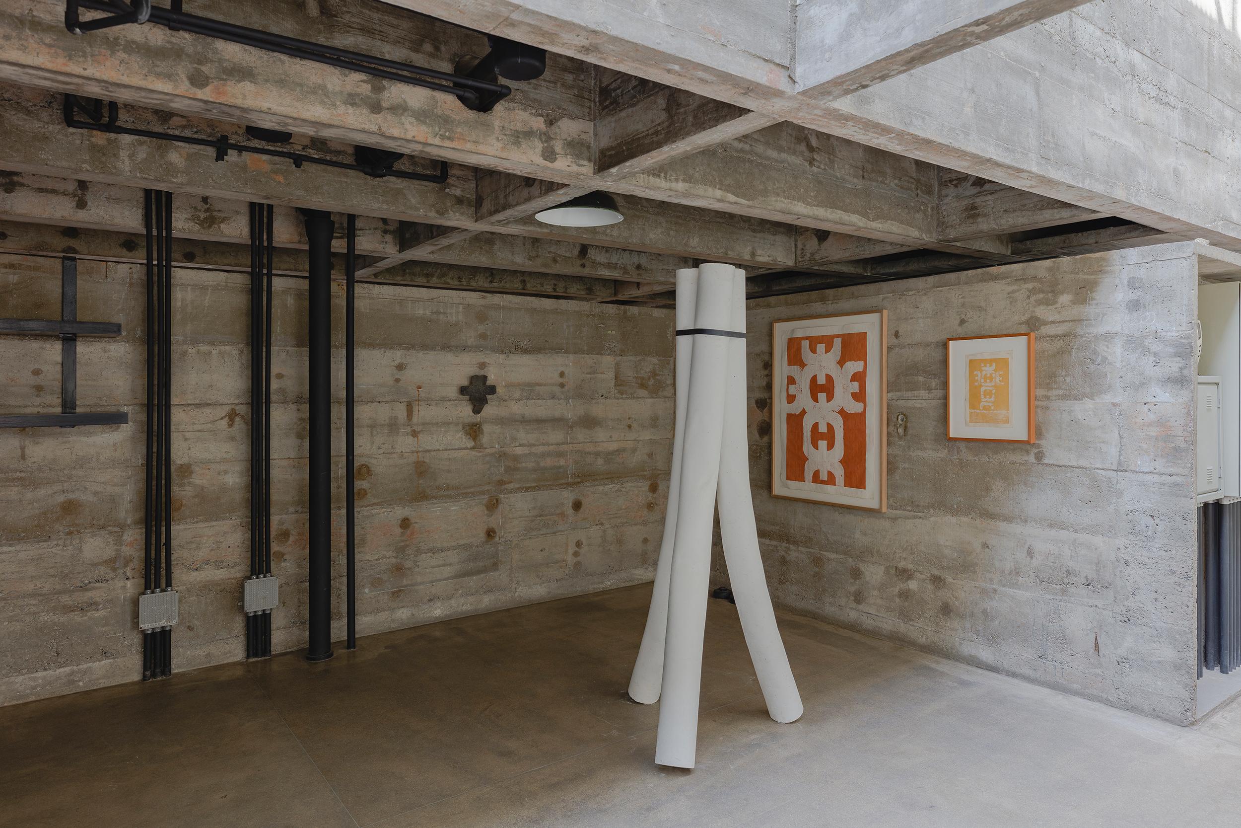 Exposição Janelas para Dentro, na Casa Millan, projetada por Paulo Mendes da Rocha