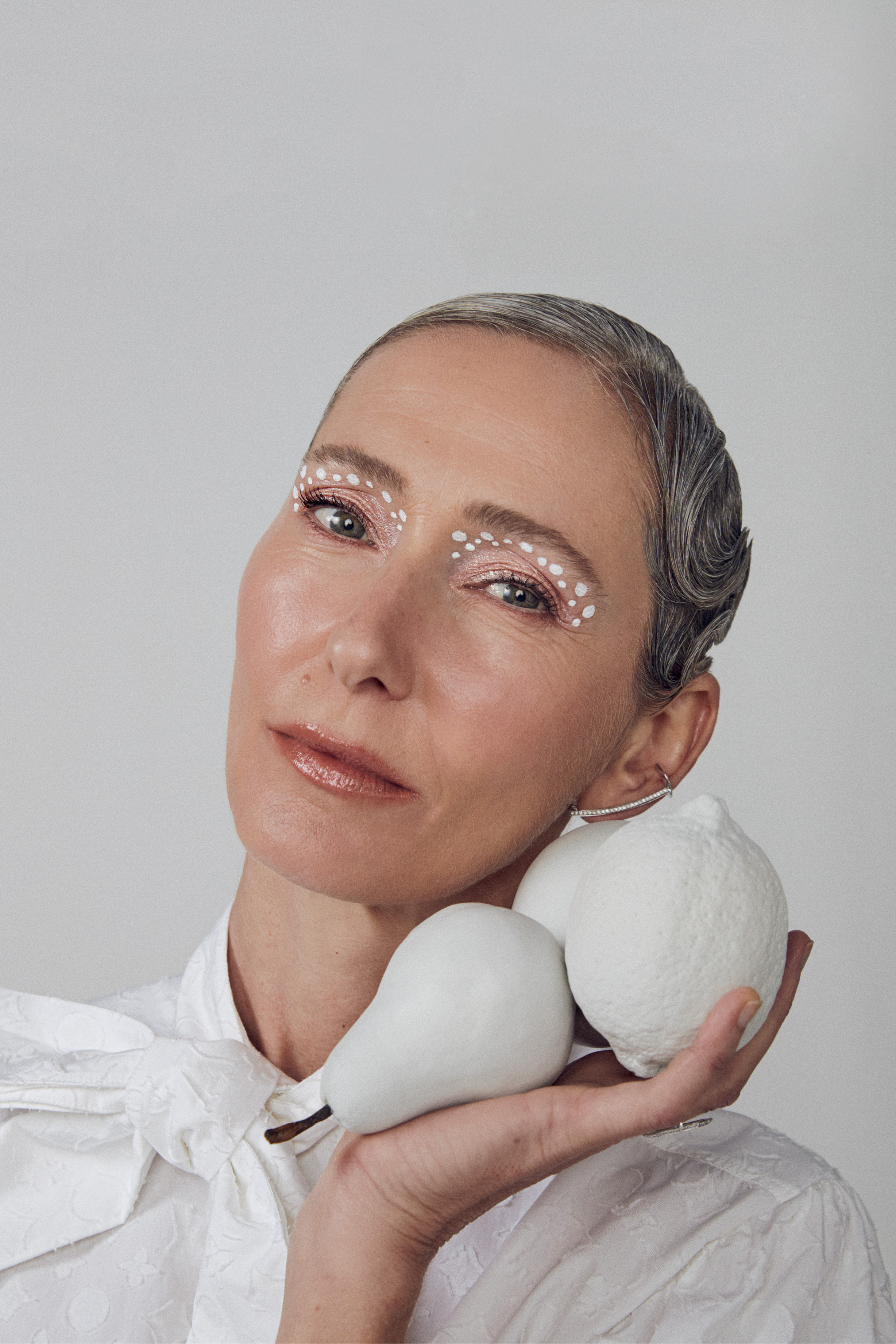 Foto de modelo com delineador branco