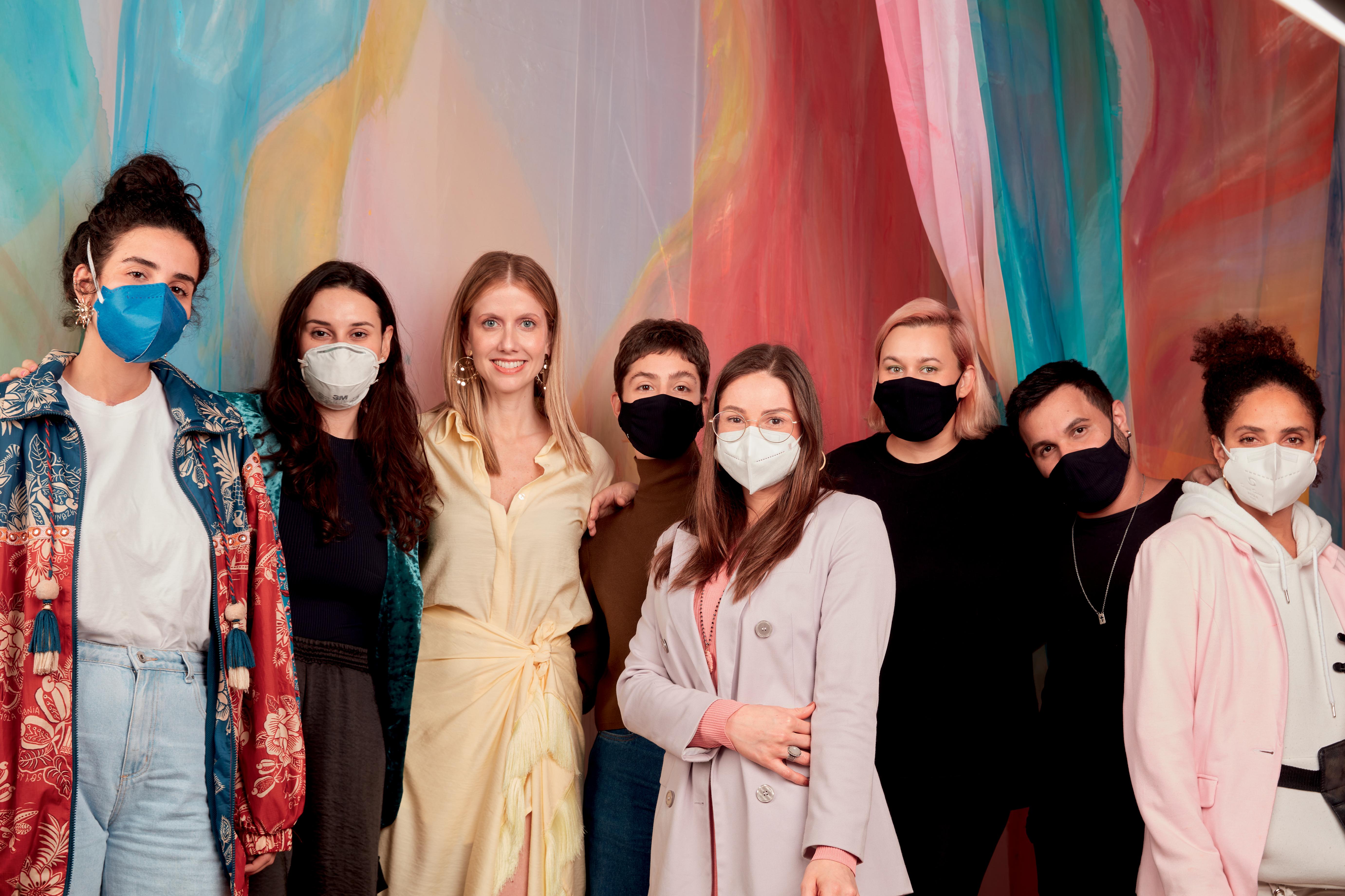 Equipe de CLAUDIA com Gabriela Prioli na sessão de fotos para a capa