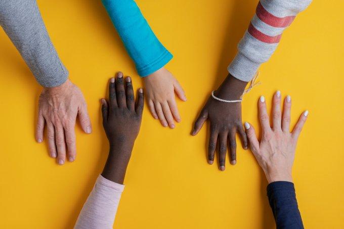 mãos família adoção