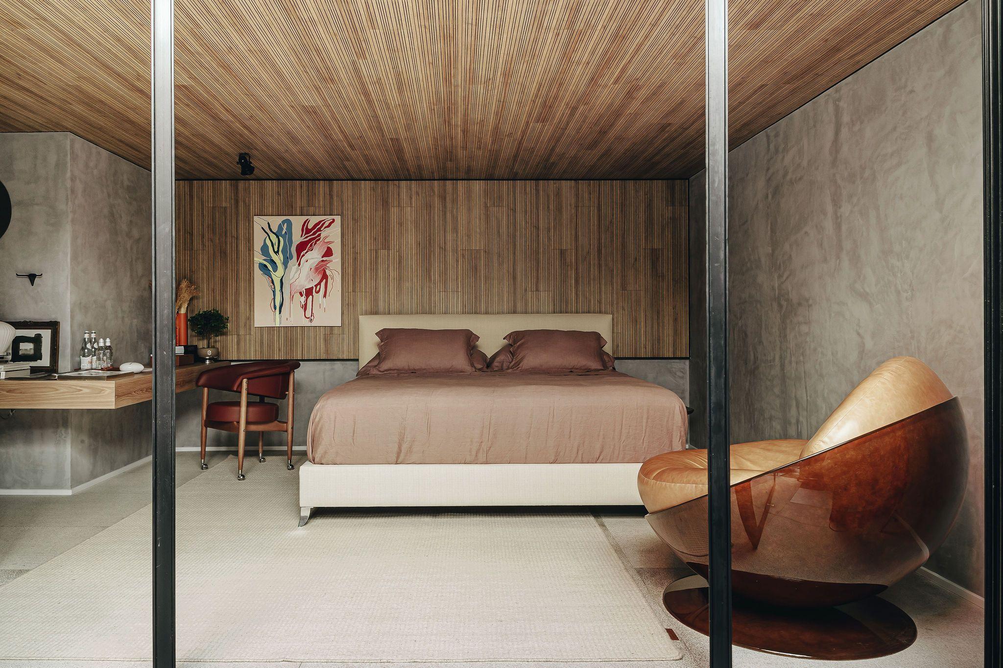 Loft com Varanda se abre à natureza com muita arte e design assinado