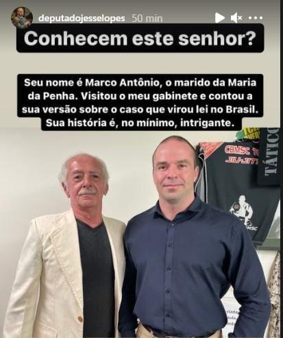 Foto compartilhada no Instagram do Deputado Jessé Lopes que posa ao lado do agressor de Maria da Penha