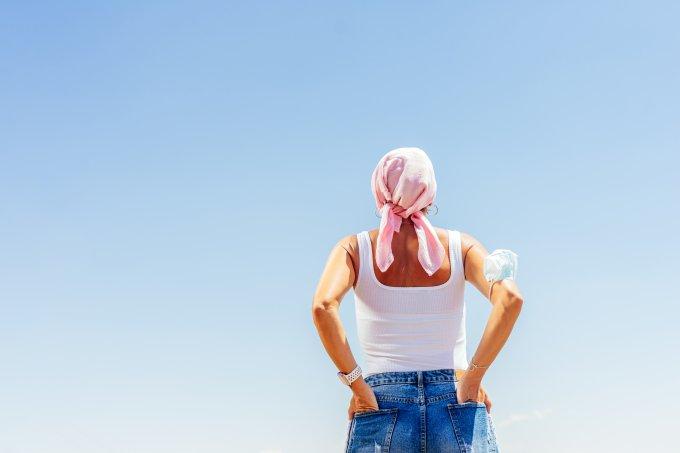 câncer mulher com lenço